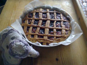 Buona crostata a tutti!Making Italian traditional fruit tarts