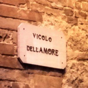 Montepulciano love street
